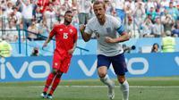 Pemain Inggris Harry Kane melakukan selebrasi usai membobol gawang Panama dalam pertandingan Piala Dunia 2018 di Nizhny Novgorod Stadium, Rusia (24/6). (AP/Antonio Calanni)