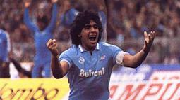 1. Diego Maradona, legenda hidup Argentina ini diduga tidak taat pajak selama dirinya membela Napoli pada periode 1984-1991. (www.vivadiego.com)