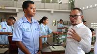 Menteri Ketenagakerjaan (Menaker) M. Hanif Dhakiri saat mengunjungi Laboratoriun Pelatihan Politeknik ATMI Sikka (Kampus Cristo re Maumere), NTT.