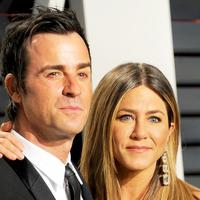 Jennifer Aniston dan Justin Theroux berpisah. Namun ternyata penyebabnya bukanlah Brad Pitt atau perselingkuhan. (Gregg DeGuire/Getty Images/USMagazine)