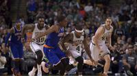 Boston Celtics meraih kemenangan 100-91 atas New York Knicks dalam lanjutan NBA di TD Garden, Boston, Senin (28/12/2015) pagi WIB. (USA TODAY Sports/Bob DeChiara)