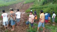 """Fenomena likuefaksi """"Tanah Bergerak"""" di Pati akibat curah hujan. (Liputan6.com/Ahmad Adirin)"""