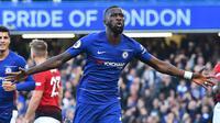 Bek Chelsea Antonio Rudiger merayakan gol ke gawang Manchester United pada lanjutan Liga Inggris di Stamford Bridge, Sabtu (20/10/2018). (AFP/Glyn Kirk)