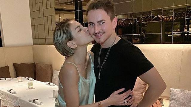 Jorge Lorenzo Dicium Nikita Mirzani saat Liburan di Bali