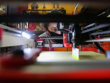 Sukarelawan 3D Donasikan Pelindung Wajah untuk Tenaga Medis