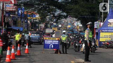 Kendaraan Tanpa Dilengkapi Dokumen Diputar Balik di Jalan Alternatif Parung