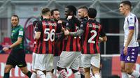 Pemain AC Milan merayakan gol ke gawang Fiorentina (AFP)