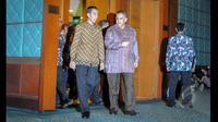 Presiden Joko Widodo saat mendatangi kantor PLN Pusat, Jakarta, Selasa (7/4/2015). Kunjungan Jokowi  untuk memberikan pengarahan kepada seluruh jajaran manajemen PT Perusahaan Listrik Negara (PLN). (Liputan6.com/Faizal Fanani)