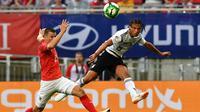 Gelandang Manchester City, Leroy Sane, tetap mendoakan kesuksesan Timnas Jerman di Piala Dunia 2018 meskipun dirinya tak turut dalam skuat yang diboyong ke Rusia. (AFP/Joe Klamar)