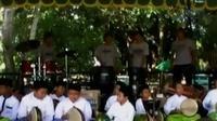 Musik tradisional bisa berkolaborasi dengan hadroh atau kesenian rebana puluhan warga di Magelang mendalang di tengah derasnya sungai.