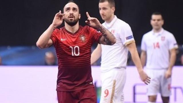 Video aksi Ricardinho pemain Futsal Portugal saat mencetak gol ajaib melwan Serbia pada Turnamen Futsal Eropa 2016 di Belgrade, Serbia.