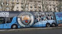 Bus Manchester City terpakir di kawasan stasiun utama Kota Milan di Piazza Duca d'Aosta. (foto: Liputan6.com/Marco Tampubolon)