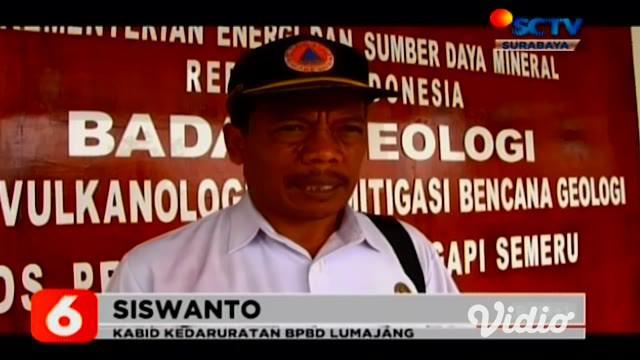 Gunung Semeru yang memiliki ketinggian 7.676 meter dari permukaan laut (mpdl) yang berada di perbatasan Kabupaten Lumanjang dan Malang, meluncurkan guguran lava pijar sebanyak 7 kali berdasarkan pengamatan petugas Pos Pantau Gunung Semeru di Gunung S...