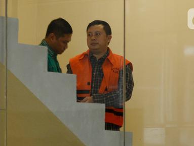 Staf Sekjen PDIP Hasto Kristiyanto, Saeful Bahri (kanan) tiba di Gedung KPK, Jakarta, Jumat (14/2/2020). Saeful Bahri diperiksa sebagai tersangka terkait kasus dugaan penerimaan hadiah atau janji penetapan anggota DPR Terpilih 2019-2024. (merdeka.com/Dwi Narwoko)