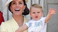 Pangeran Louis tampil perdana di perayaan Trooping the Colour, Buckingham Palace, London, Inggris, 8 Juni 2019. (Daniel LEAL-OLIVAS / AFP)