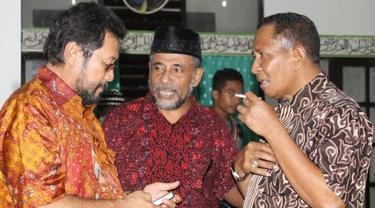 Thaha Al Hamid (tengah)
