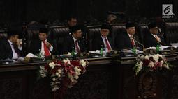 Pimpinan MPR mendengarkan Presiden Joko Widodo menyampaikan Pidato Kenegaraan pada Sidang Tahunan MPR 2019 di Kompleks Parlemen, Senayan, Jakarta, Jumat (16/8/2019). Jokowi akan menyampaikan pidato dalam tiga sesi dengan tema yang berbeda selama acara berlangsung. (Liputan6.com/Johan Tallo)
