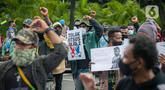 Massa yang tergabung dalam Ikatan Mahasiswa Papua menggelar unjuk rasa di depan Kementerian Dalam Negeri, Jakarta, Rabu (24/2/2021). Dalam aksinya mereka mengutuk tindakan elite politik Papua yang mengatasnamakan rakyat Papua untuk mendukung Otonomi Khusus (Otsus). (Liputan6.com/Faizal Fanani)
