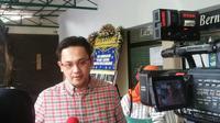 Pengacara Seck Osmane, Farhat Abbas menyambangi rumah duka di RS St Carolus (Liputan6.com/ Linus Sandi Satya)