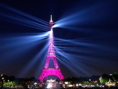 Peringatan 130 Tahum Menara Eiffel