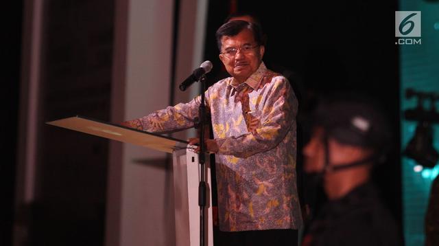 Wakil Presiden Jusuf Kalla memberi sambutan saat membuka pameran Indo Defence 2018 di JiExpo and Forum, di Kemayoran, Jakarta Rabu (7/11). Pameran ini digelar selama empat hari dari tanggal 7-10 November 2018. (Merdeka.com/Imam Buhori)