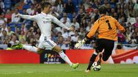 Aksi Bintang Real Madrid Cristiano Ronaldo saat melawan Elche  (AFP/Gerard Julien)