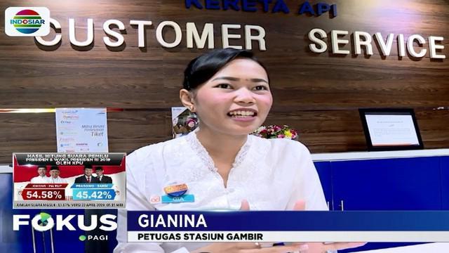Para Kartini modern ini mengaku bangga berkesempatan memaknai Hari Kartini dengan mengenakan busana nasional kain kebaya saat bertugas melayani masyarakat.