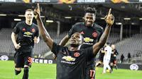 Striker Manchester United, Odion Ighalo, merayakan gol yang dicetaknya ke gawang LASK pada leg pertama 16 besar Liga Europa di Linzer Stadion, Linz, Austria, Jumat (13/3). Manchester United menang telak 5-0 atas LASK. (AP/Kerstin Joensson)