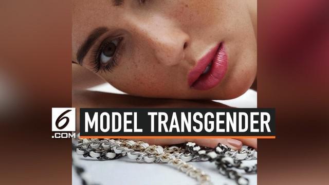 Teddy Quinlivan, model transgender asal Amerika Serikat yang menyita perhatian publik. Ia digaet brand ternama Chanel untuk sebuah iklan kecantikan. Ini menjadikan Teddy sebagai model transgender pertama untuk brand Chanel.