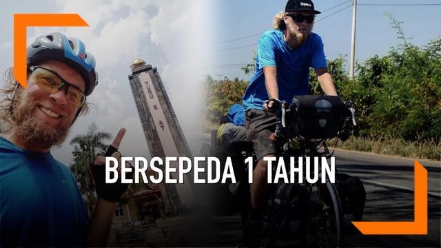 Seorang pria asal Denmark melakukan aksi sosial untuk orang yang mengalami gangguan kesehatan mental. Ia bersepeda selama satu tahun dari Finlandia ke Indonesia.