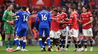 Manchester United harus puas bermain imbang 1-1 kontra Everton pada laga pekan ketujuh Premier League di Old Trafford, Sabtu (2/10/2021) malam WIB. (AFP/Oli Scarff)