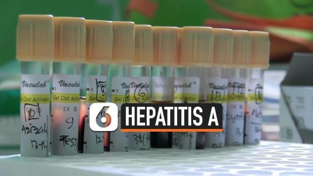 Petugas Dinkes Kota Depok mendirikan Pos Pamantau Hepatitis di SMPN 20. Sebelumnya puluhan siswa SMPN 20 Depok terserang Hepatitis. Tim akan mengambil sampel darah dan makanan dari siswa, guru, dan pegawai sekolah.