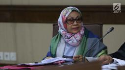 Mantan Kepala BPKAD Kota Kendari, Fatmawati Faqih saat menjalani sidang lanjutan di Pengadilan Tipikor, Jakarta, Rabu (8/8). Fatmawati Faqih merupakan terdakwa suap pengadaan barang dan jasa di Pemkot Kendari. (Liputan6.com/Helmi Fithriansyah)