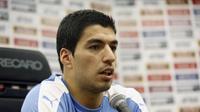 Luias Suarez kembali membela timnas Uruguay setelah absen selama dua tahun akibat menggigit bek Italia, Giorgio Chiellini. (EPA/Raul Martinez)