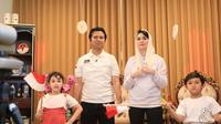 Arumi Bachsin dan keluarga (Sumber: Instagram/arumibachsin_94)