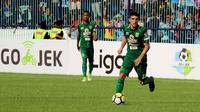 Aksi Robertino Pugliara bersama Persebaya di Liga 1 2018. (Bola.com/Aditya Wany)