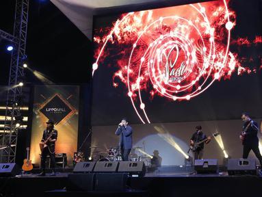 Grup Musik Padi Reborn tampil pada acara Magnificent Seven with Padi Reborn di Avenue of the Stars, Lippo Mall Kemang, Jakarta, Jumat (27/9/2019). Padi Reborn tampil memukau dalam rangka merayakan ulang tahun yang ke-7, Lippo Mall Kemang tersebut. (Kapanlagi.com/Budy Santoso)