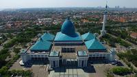 Masjid Nasional Al Akbar Surabaya memiliki banyak keistimewaan, termasuk pada teknologi yang digunakannya. Foto: Muhamad Husni/ Liputan6.com