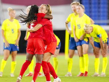 Timnas Kanada meraih medali emas cabang sepak bola putri Olimpiade Tokyo 2020 setelah menang adu penalti 3-2 atas Swedia di Yokohama International Stadium, Jumat (6/8/2021) malam WIB. (Foto: AP/Fernando Vergara)