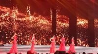 Kelima finalis Miss Grand Indonesia menyampaikan pesan perdamaian dalam babak pertarungan selanjutnya dalam merebutkan posisi 3 besar. (Foto: Liputan6.com/ Vinsensia D)
