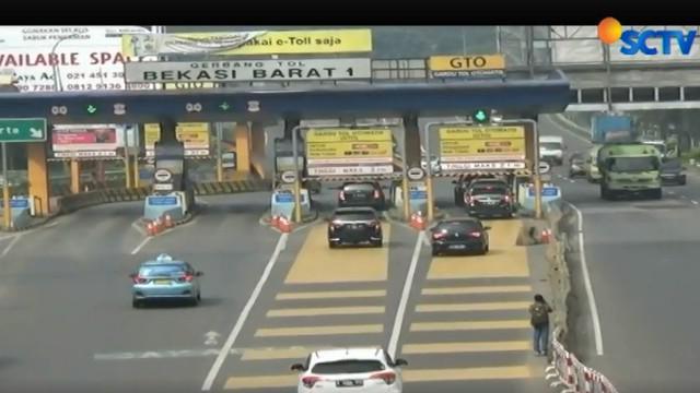 Dua pintu gerbang tol ini di nilai menjadi penyebab pemumpukan terjadi dan berdampak kemacetan parah.