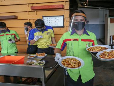 Sambut new normal, Restoran Bandar Djakarta Tangerang Selatan tetap menerapkan protokol kesehatan yang ketat guna menekan penyebaran virus Covid-19