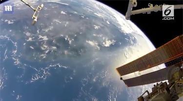 Seorang astronaut NASA membagikan gambar penampakan bumi dari luar angkasa.