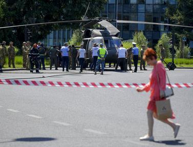 Helikopter Black Hawk AS Mendarat Darurat