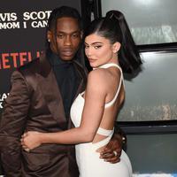 Kylie Jenner dan Travis Scott (FOTO: Splashnews)