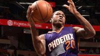 Archie Goodwin menjadi pahlawan kemenangan Phoenix Suns saat mengalahkan Utah Jazz 111-110, Kamis (13/10/2016) WIB. (Bola.com/Twitter/NBA.com)