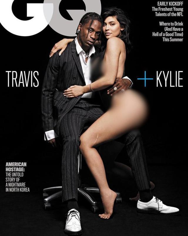 Kylie dan Travis menjadi cover majalah GQ/copyright  instagram.com/gq/rna
