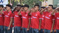 Pemain Timnas Indonesia U-19 merayakan HUT RI ke-73 di Yogyakarta. (Bola.com/Ronald Seger)