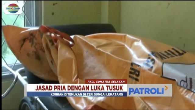 Warga Pali, Sumatra Selatan, temukan jasad pria dengan luka tusuk di tepi Sungai Lematang.