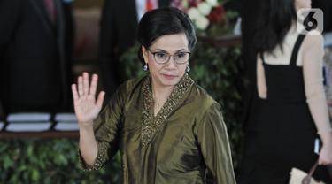 Menteri Keuangan, Sri Mulyani melambaikan tangan saat tiba menghadiri pelantikan Presiden dan Wapres 2019 di Gedung MPR/DPR/DPD RI, Senayan, Jakarta, Minggu (20/10/2019). Jokowi-Ma'ruf Amin resmi dilantik sebagai Presiden dan Wapres RI periode 2019-2024. (merdeka.com/Iqbal S. Nugroho)